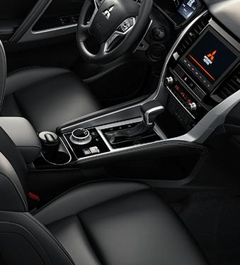 Mitsubishi Montero Sport interior - Mitsubishi Costa Rica